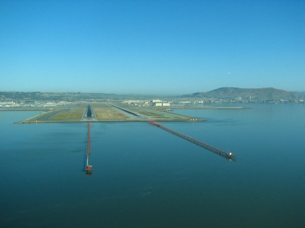 The approach to both runways at San Francisco International Airport (KSFO).